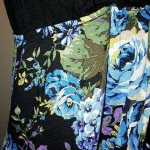 Full Tilt Dresses - Full Tilt Floral and Black Dress with pockets 90s